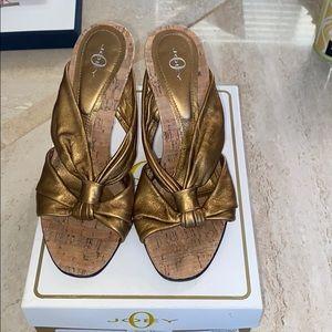 Joey gold platform heels size 5 used
